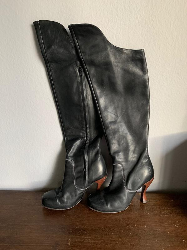 BLACK LEATHER KNEE HIGH BOOT WITH WOOD HEEL