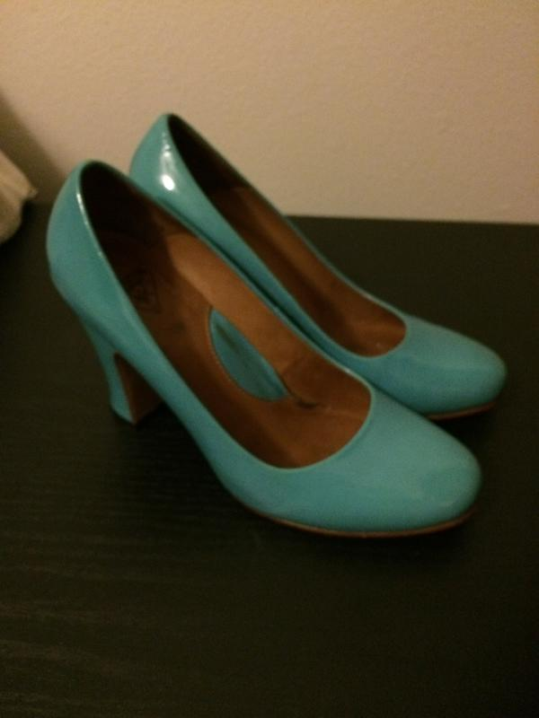 6/6.5 turquoise patent pumps Turquoise 6 1/2