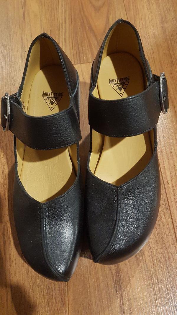 Leader Mary Jane Platforms Black 9 1/2