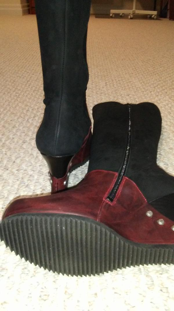 Conquer Signe boots Black and red 9