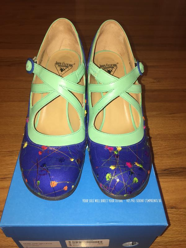 Bellevues Pearl Hart Criss Cross Mary Jane Heel Blue Floral 8