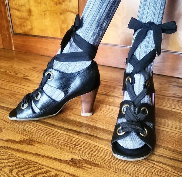 Birgit black lace up pumps