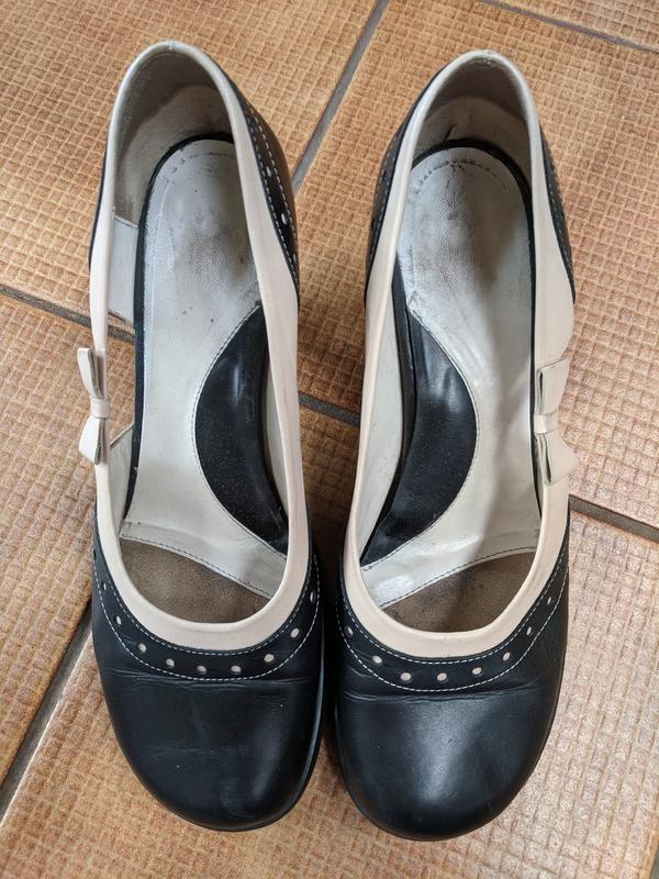Tennessee pumps - size 10 Black and tan 10