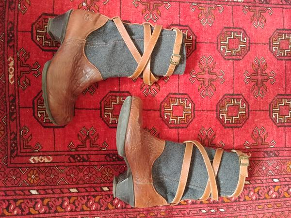 Boots from the Hope Family brown 6