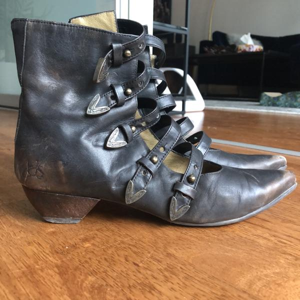 Vintage Truths boots - sz 9 Brown rub-off 9