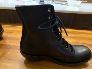 Boots Black 7