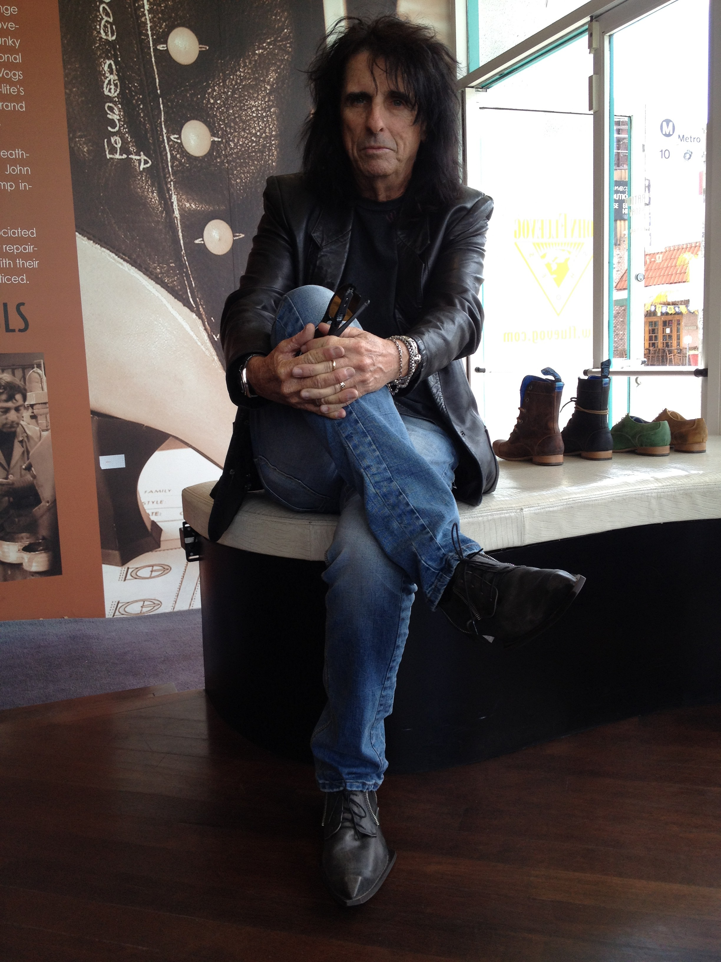 May 04, · cmon dude wrote: C'mon dude. Everybody and their brother knows that Alice Cooper was a runner in high school. Before long there'll be yet another thread about
