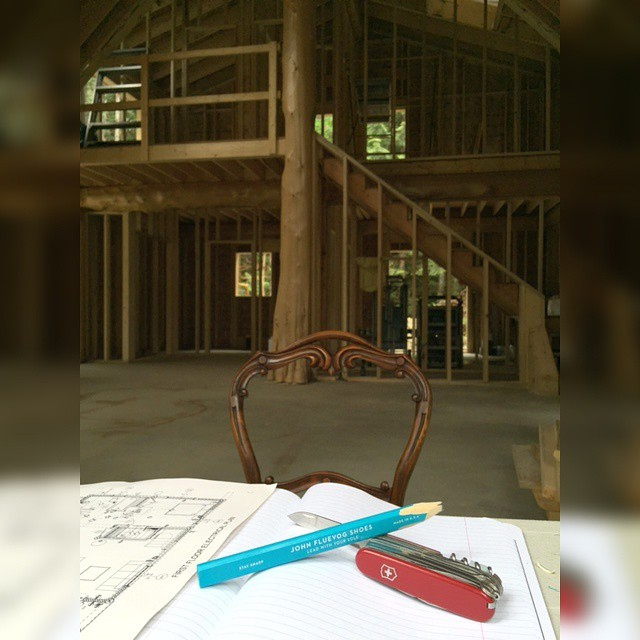 One handy Fluevoger tells us she is building a house using the most fashionable pencil possible. Thanks Tamara for a great #t…
