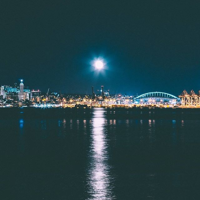 """I got lucky and caught this awesome moonrise over downtown Seattle the other night!"" @andvalan for @streetvogs"